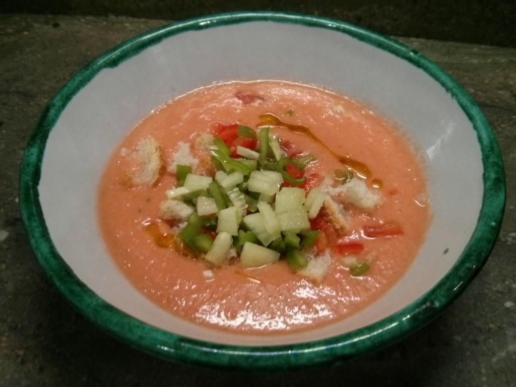 Gazpacho servido en cuenco