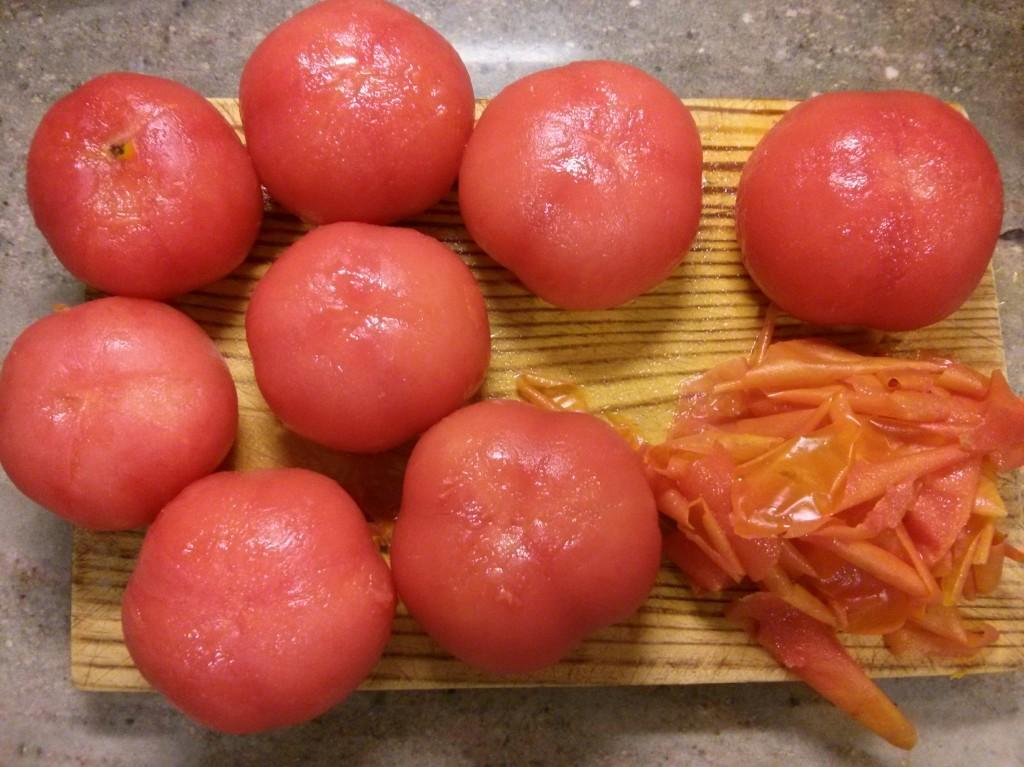 Tomates pelados para el salmorejo cordobés