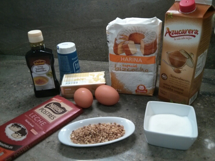 Ingredientes de las cookies de chocolate y almendra