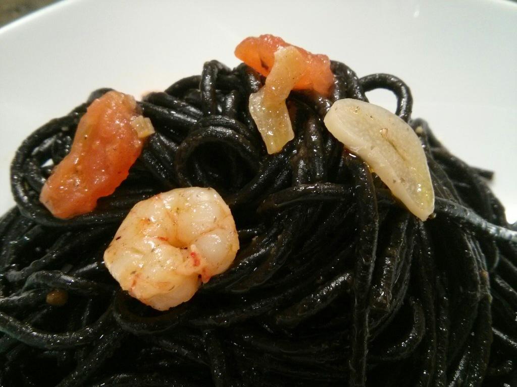 Pasta nero di sepia con gambas